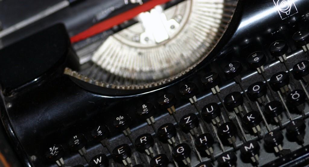 typewriter-1524048-1279x852