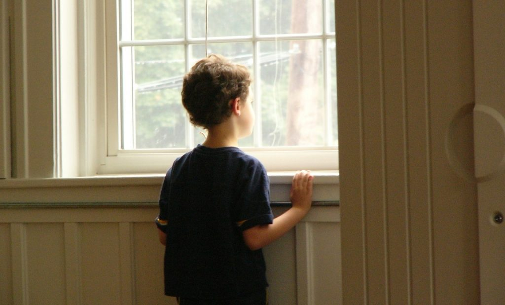 the-window-boy-1514353-1280x960
